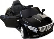 Čierne elektrické športové auto na diaľkové ovládanie